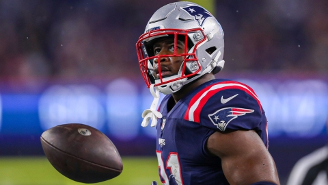 New England Patriots tight end Jonnu Smith