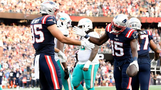 New England Patriots tight end Hunter Henry and receiver Nelson Agholor