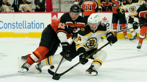 Philadelphia Flyers right wing Nicolas Aube-Kubel (62) and Boston Bruins right wing Chris Wagner (14)