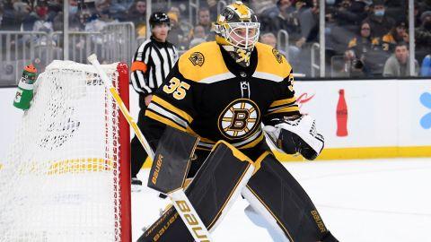 Boston Bruins goalie Linus Ullmark